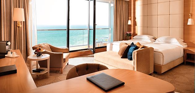Jumeirah-Group-Jumeirah-Bilgah-Beach-Hotel-Deluxe-Balcony-twin-room-hero.jpg